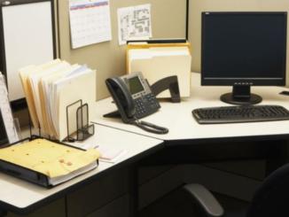 tips memilih meja kantor ideal adalah tidak perlu harga yang terlalu mahal tetapi memiliki fungsi yang tepat