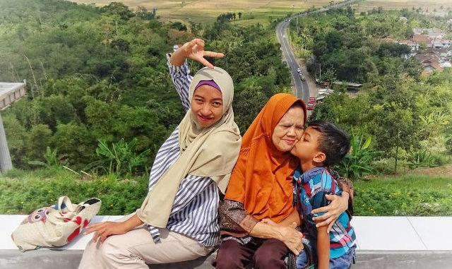 melatih anak puasa ramadhan dapat dilakukan sejak usia TK dan bisa puasa seharian pada kelas 3 sekolah dasar