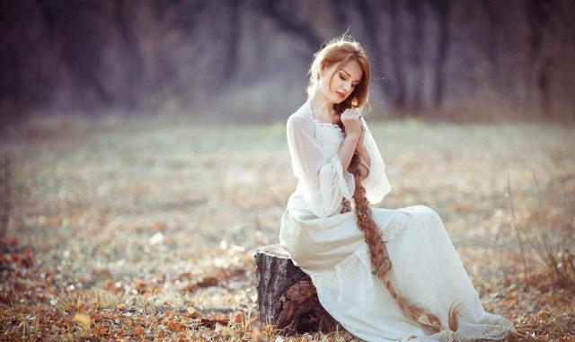 Mencegah dan mengatasi rambut bercabang sangat penting untuk menjaga keindahan mahkota perempuan